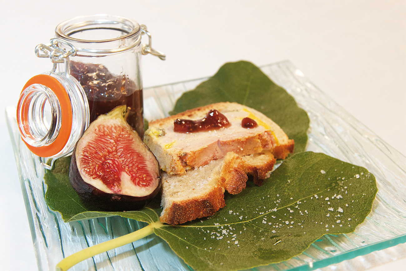 Foie gras half-cooked and gingerbread-fig jam