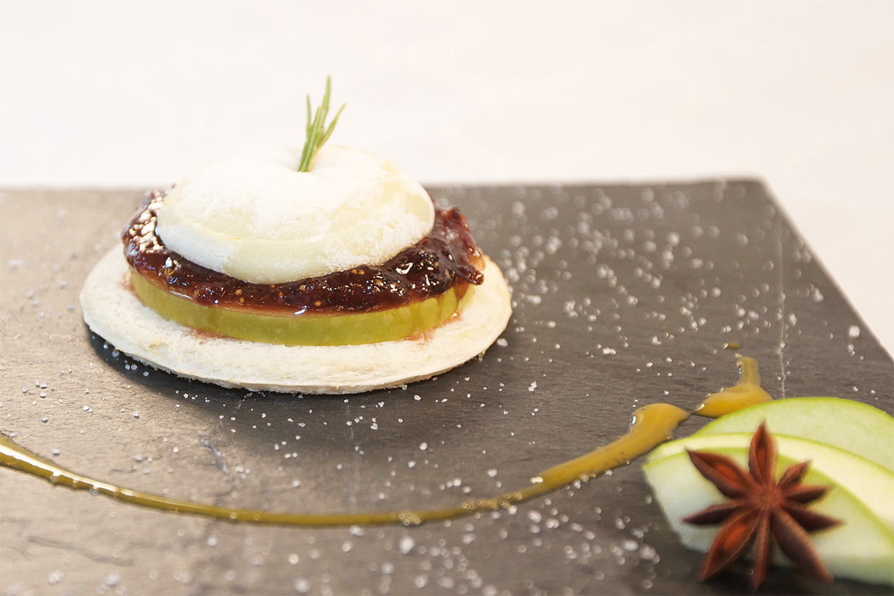 Apple, fig and goat trio