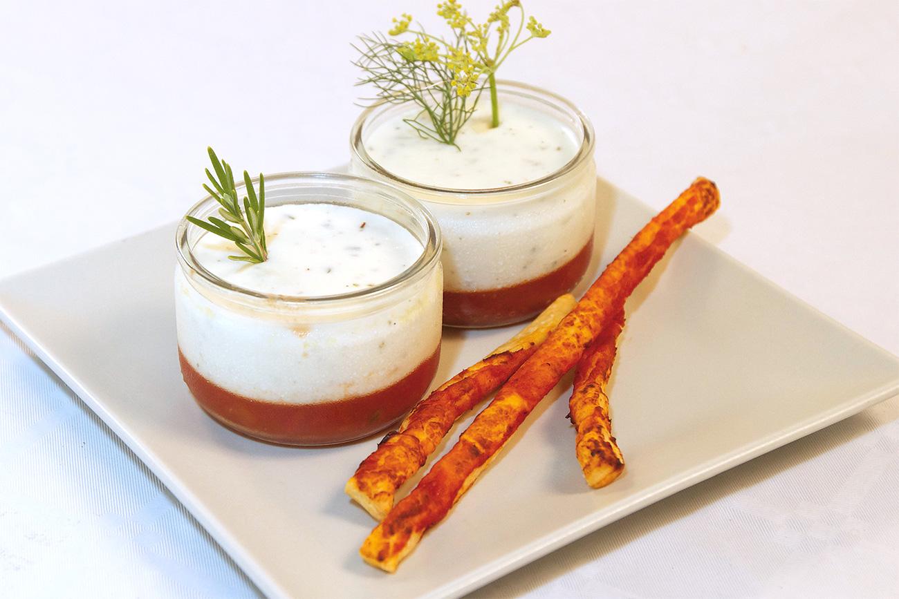 Panna cotta salée, fromage et tomate